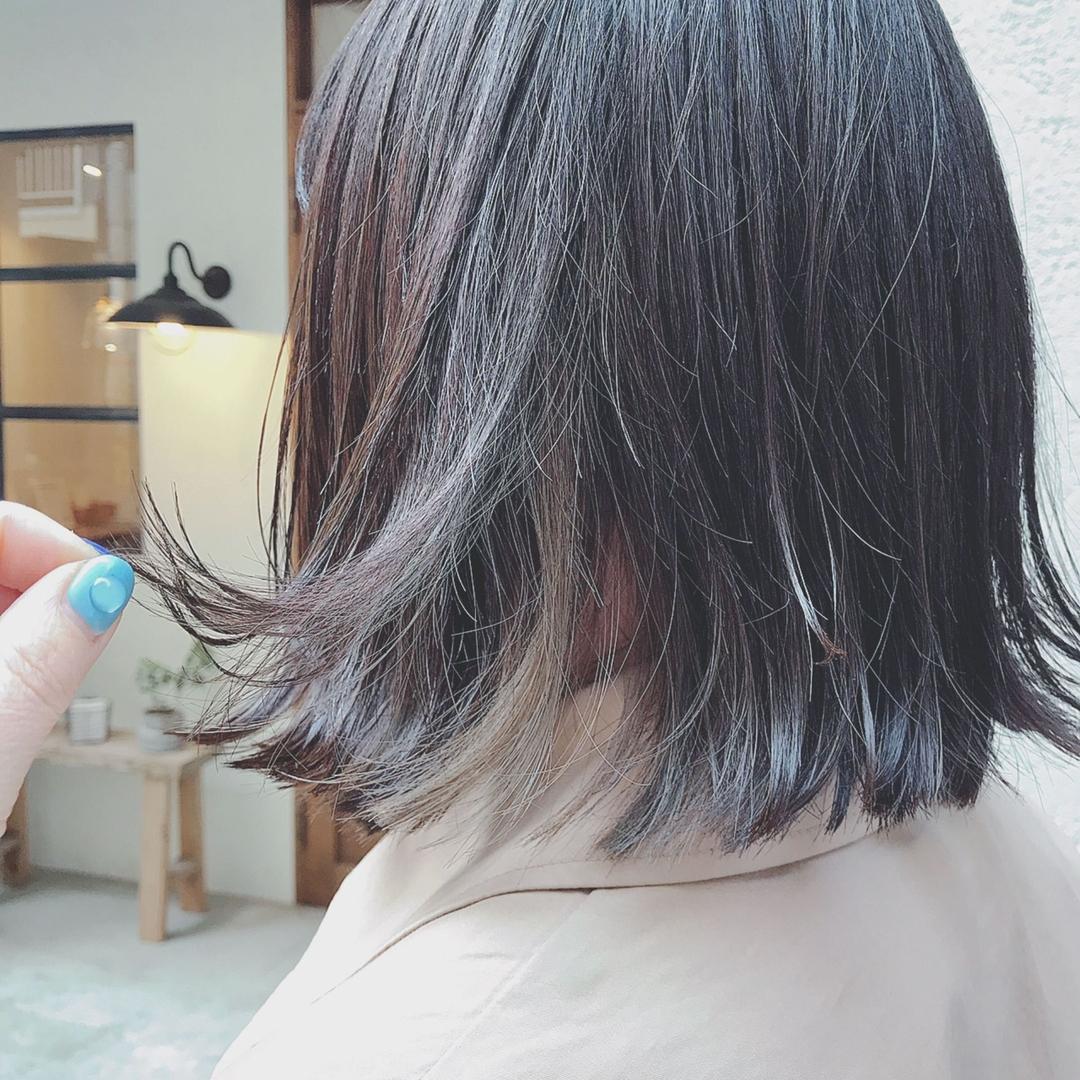 浦川 由起江さんのヘアスタイルの写真。テーマは『インナーカラー、スモーキーアッシュ、ケアブリーチ、外国人風カラー、ボブ、外ハネ、切りっぱなしボブ、プライベートサロン、nanon』