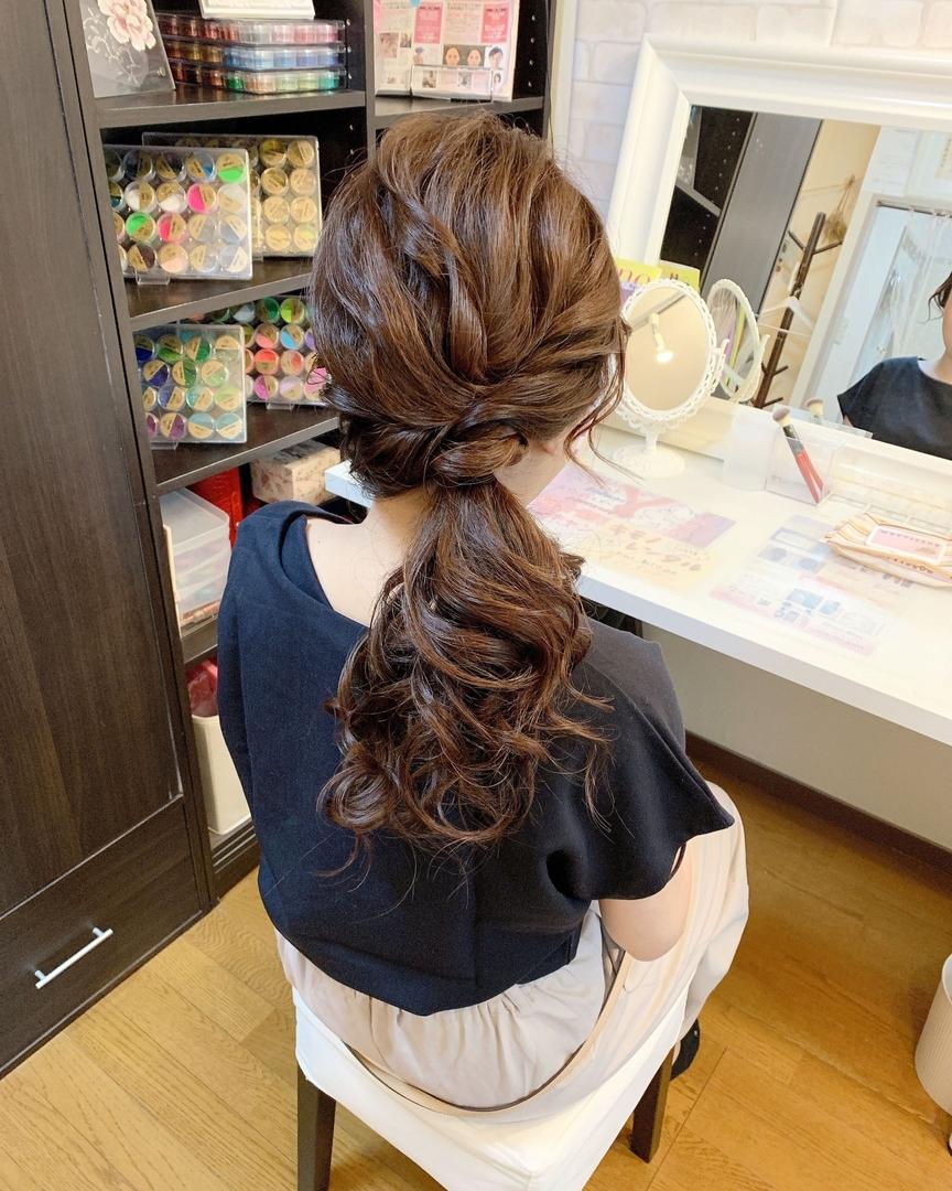 Moriyama  Mamiさんのヘアスタイルの写真。テーマは『福岡ヘアセット、天神、ヘアアレンジ、ヘアセット、Threekeys、スリーキーズ、着物、福岡ヘアサロン、ブライダル、結婚式、ブライダルヘア、花嫁、着付け、着物ヘア、和装ヘア、プレ花嫁、ヘアセット専門店、和装ヘアアレンジ、女子会、オトナ女子、着物レンタル、結納、働く女子、成人式前撮り、結婚式お呼ばれ、サイドポニー、サイドアップ、ゆる巻き』