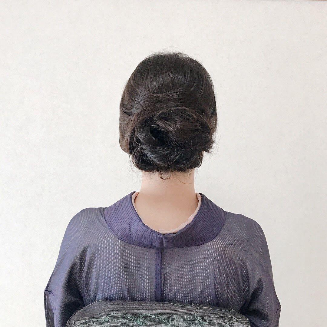 Moriyama  Mamiさんのヘアスタイルの写真。テーマは『ミディアム、ミディアムアレンジ、大人スタイル、着物女子、福岡ヘアセット、天神、ヘアアレンジ、ヘアセット、アップスタイル、Threekeys、スリーキーズ、着物、福岡ヘアサロン、結婚式ヘアアレンジ、訪問着、着付け、着物ヘア、和装ヘア、プレ花嫁、ヘアセット専門店、和装ヘアアレンジ、オトナ女子、着物レンタル、お宮参り、結婚式お呼ばれヘア、早朝ヘアセット、kimon、シニヨン、シンプル』