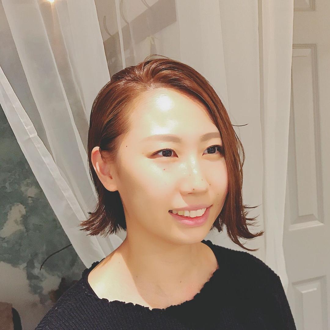 浦川 由起江さんのヘアスタイルの写真。テーマは『外ハネ、ボブ、アッシュカラー、オールバック、プライベートサロン、nanon』