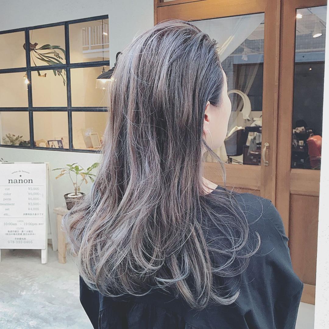浦川 由起江さんのヘアスタイルの写真。テーマは『アッシュグレー、オールバック、ロングヘア、ヘアスタイル、ハイライト、外国人風カラー、スロウカラー、ケアブリーチ、プライベートサロン、nanon』