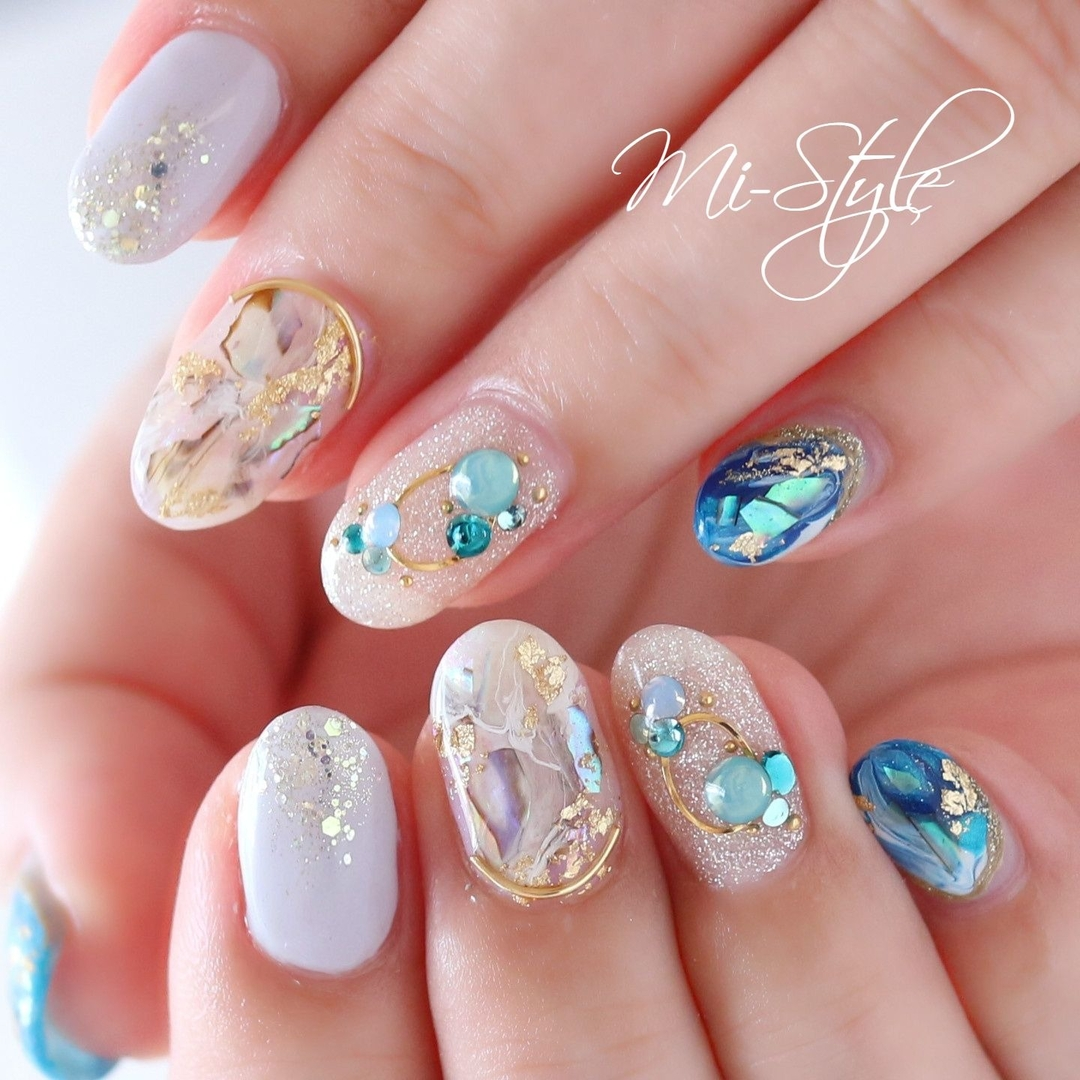 Mieko Hiramatsuさんのネイルデザインの写真。テーマは『ミースタイル、淵野辺ネイルサロン、相模原ネイルサロン、ブルーネイル、ターコイズネイル、夏ネイル、ニュアンスネイル、シェルネイル、ビジューネイル、ホワイトネイル』