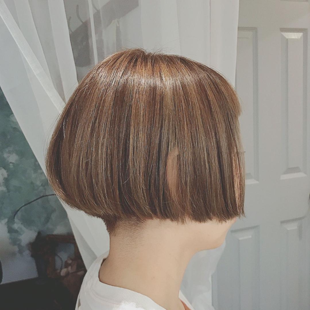 浦川 由起江さんのヘアスタイルの写真。テーマは『刈り上げボブ、個性派ボブ、ボブ、ミニボブ、ハイライト、外国人風カラー、アッシュベージュ、スロウカラー、ケアブリーチ、プライベートサロン、nanon』