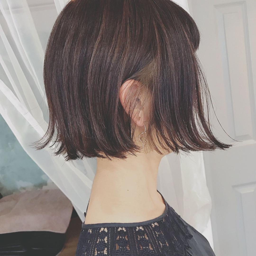 浦川 由起江さんのヘアスタイルの写真。テーマは『ミニボブ、ボブ、外ハネ、切りっぱなしボブ、ハイライト、ケアブリーチ、アッシュグレージュ、プライベートサロン、nanon』