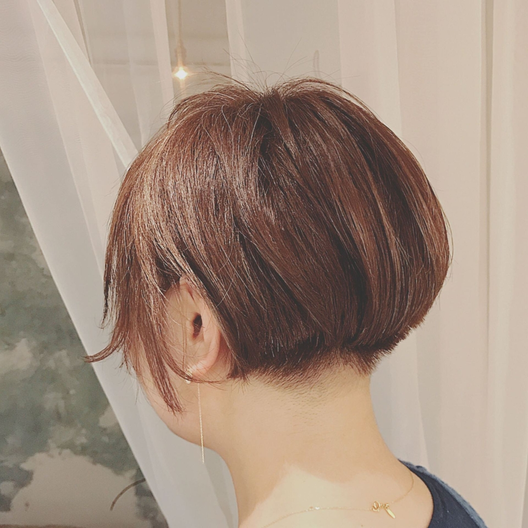 浦川 由起江さんのヘアスタイルの写真。テーマは『刈り上げショート、ショートボブ、ボブ、ショート、アッシュ、プライベートサロン、nanon』