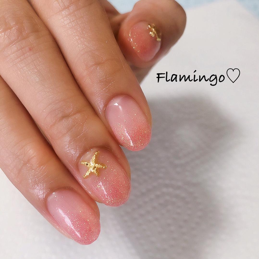 Flamingo♡さんのネイルデザインの写真。テーマは『ネイル、ラメグラデーション、キラキラネイル、ラメネイル、パイナップルネイル、ホヌネイル、ヒトデネイル、夏ネイル、海ネイル、トレンドネイル、越谷、越谷ネイルサロン』