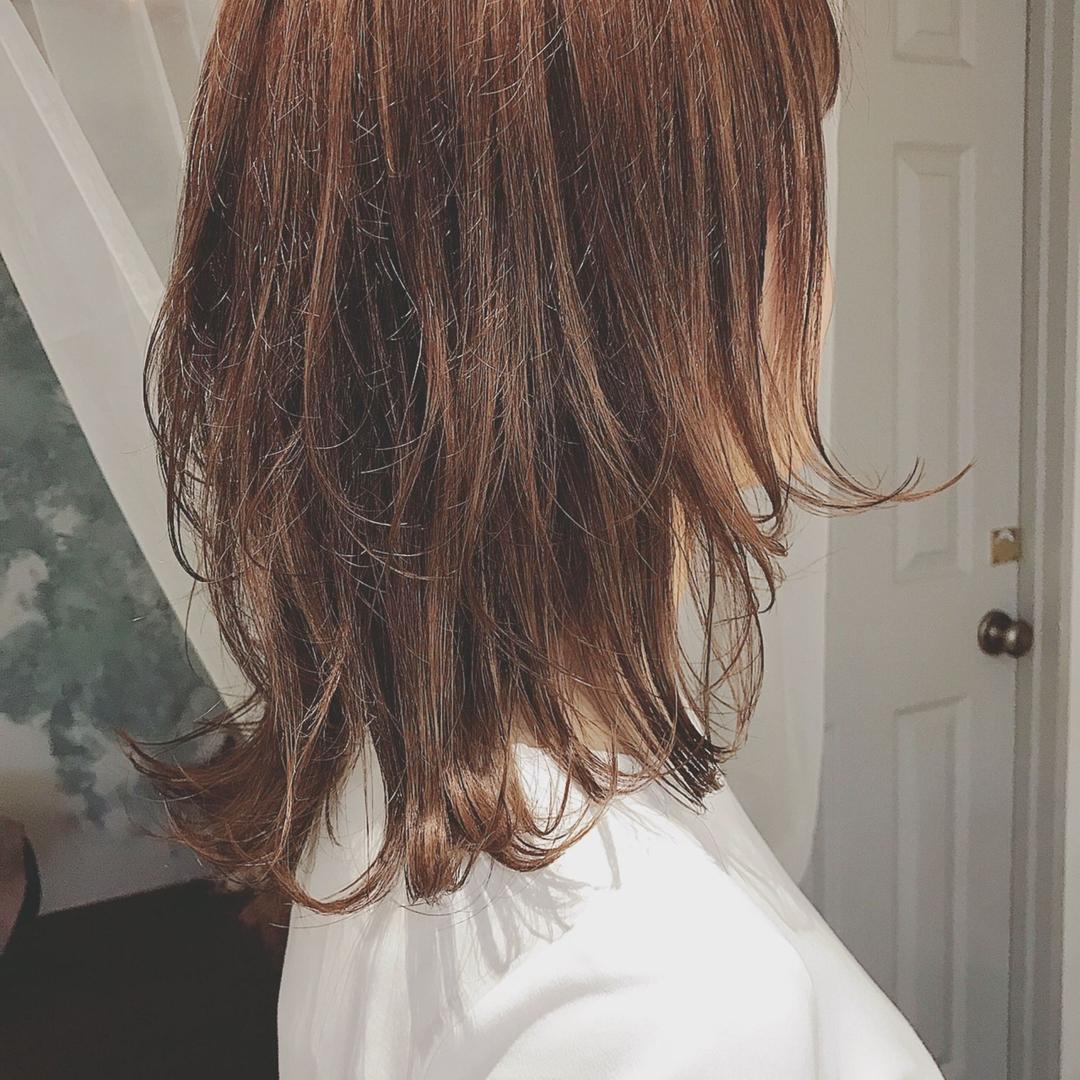 浦川 由起江さんのヘアスタイルの写真。テーマは『レイヤー、ひし形ミディ、ミディアム、アッシュカラー、プライベートサロン、nanon』