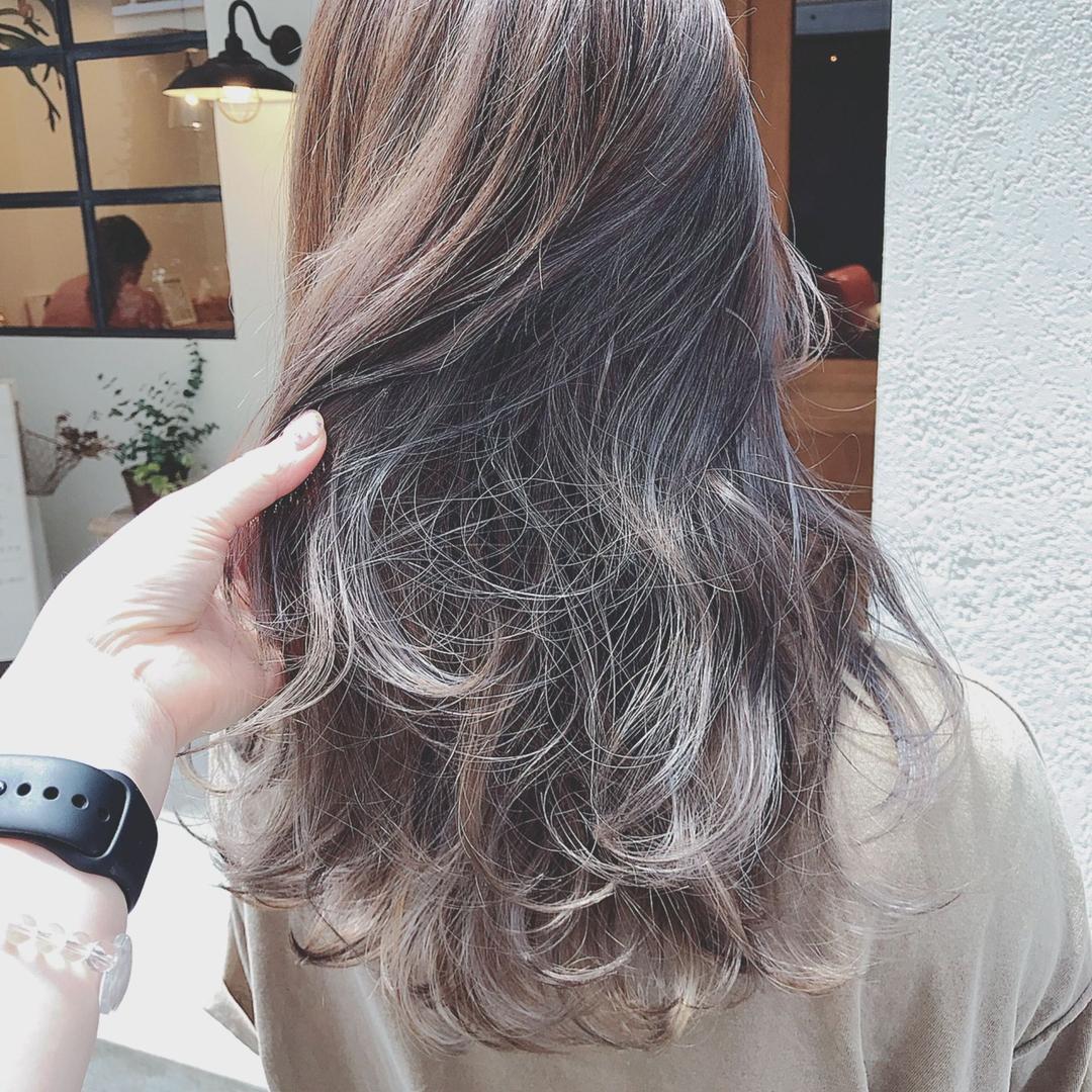 浦川 由起江さんのヘアスタイルの写真。テーマは『バイオレットアッシュ、ハイライト、外国人風カラー、ロングヘア、プライベートサロン、nanon』