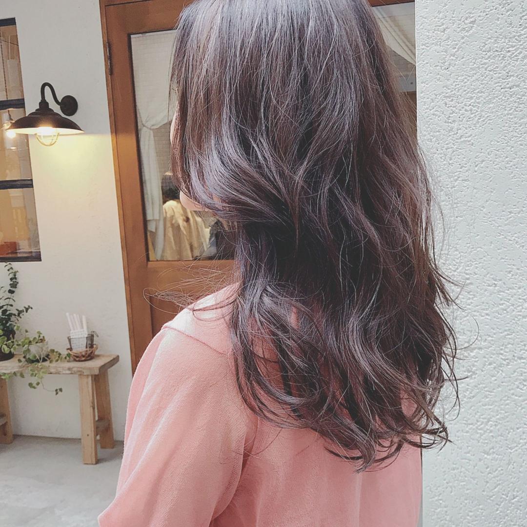 浦川 由起江さんのヘアスタイルの写真。テーマは『バイオレットアッシュ、ロングヘア、ハイライト、外国人風カラー、ケアブリーチ、プライベートサロン、nanon』