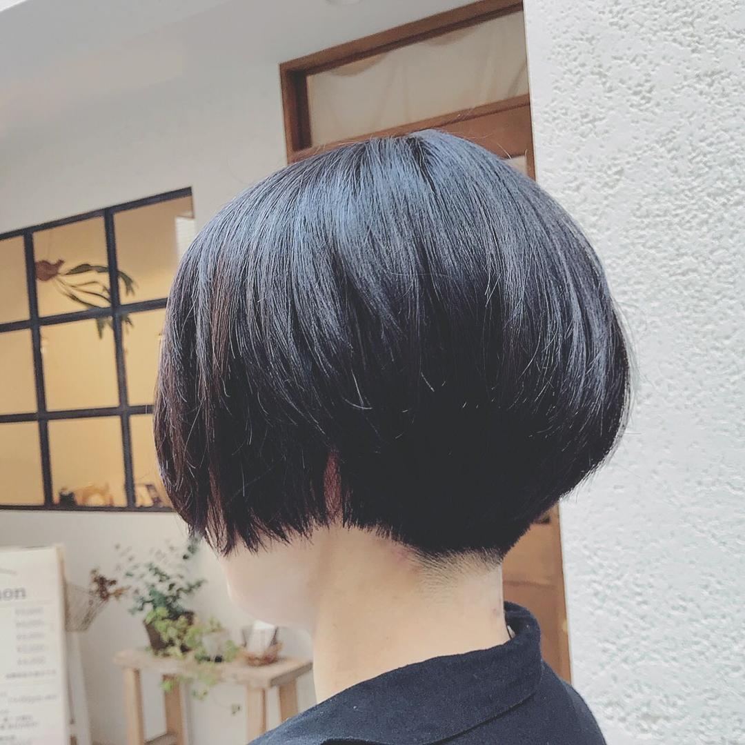 浦川 由起江さんのヘアスタイルの写真。テーマは『ショートボブ、刈り上げショート、ショートヘア、黒髪ショート、プライベートサロン、nanon』