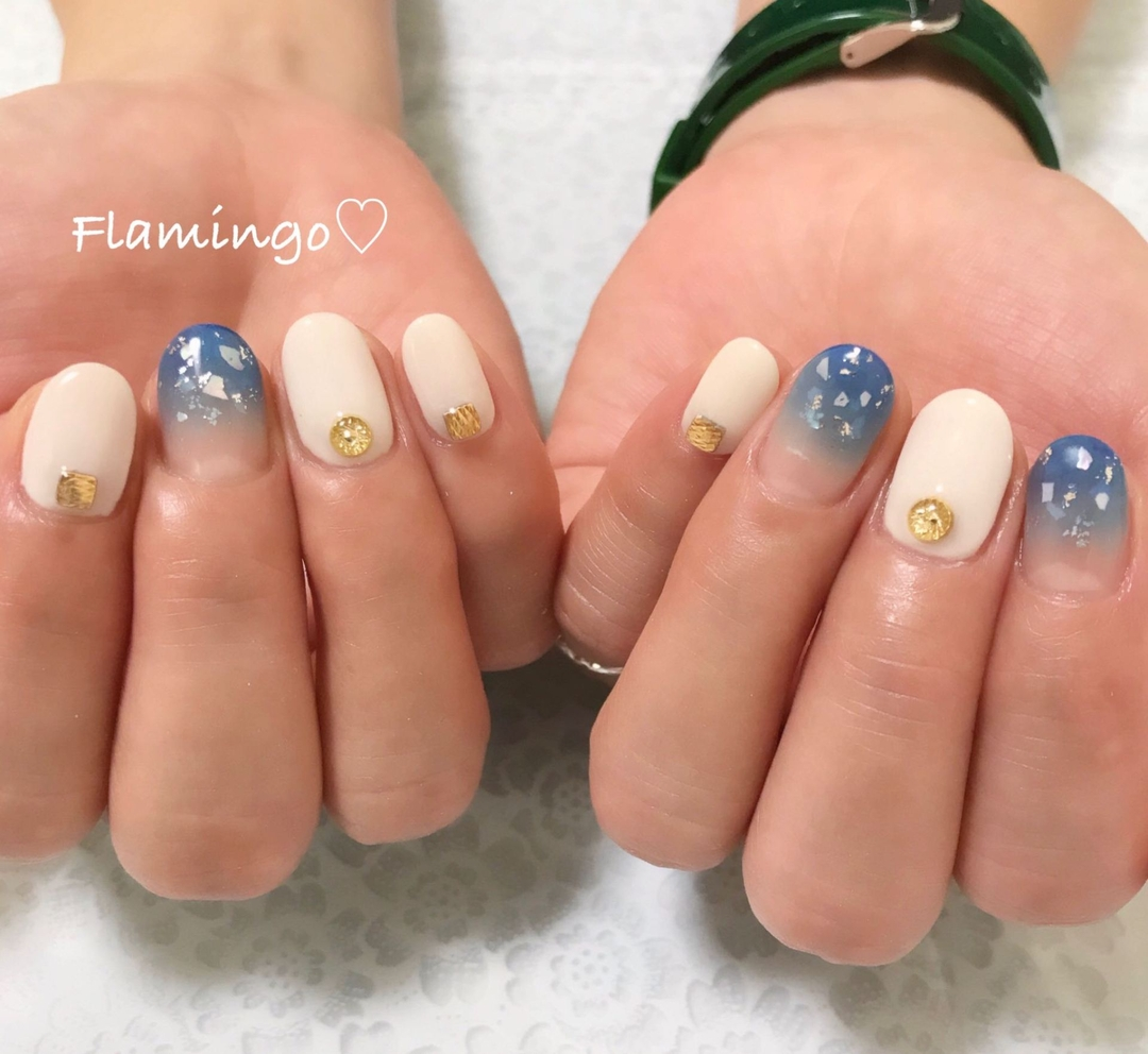 Flamingo♡さんのネイルデザインの写真。テーマは『ネイル、ジェル、ワンカラー、シンプルネイル、ニュアンスネイル、シェルネイル、キラキラネイル、大人ネイル、上品ネイル、ブルーネイル、夏ネイル、トレンドネイル、グラデーション、越谷、越谷ネイルサロン』