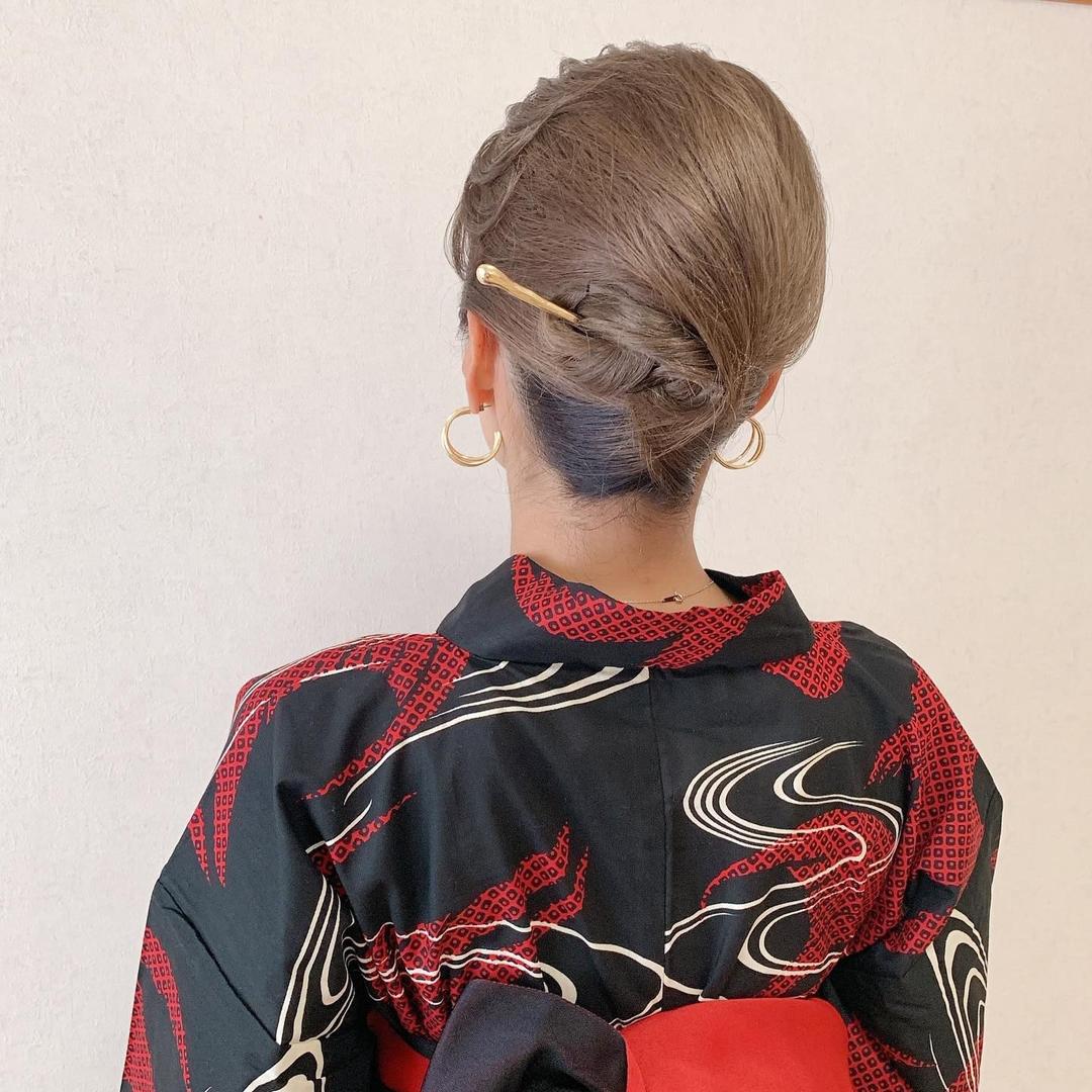 Moriyama  Mamiさんのヘアスタイルの写真。テーマは『福岡ヘアセット、天神、ヘアアレンジ、ヘアセット、Threekeys、スリーキーズ、着物、福岡ヘアサロン、ブライダル、結婚式、ブライダルヘア、花嫁、着付け、着物ヘア、和装ヘア、プレ花嫁、ヘアセット専門店、和装ヘアアレンジ、女子会、オトナ女子、着物レンタル、結納、働く女子、前撮り、お呼ばれヘア、浴衣ヘア、浴衣ヘアアレンジ、ロング、夜会巻き、夜会巻きアレンジ』