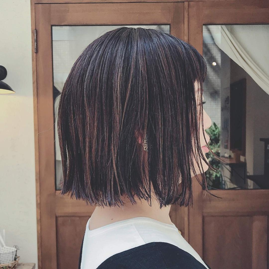 浦川 由起江さんのヘアスタイルの写真。テーマは『切りっぱなしボブ、ボブ、ハイライト、プライベートサロン、nanon』