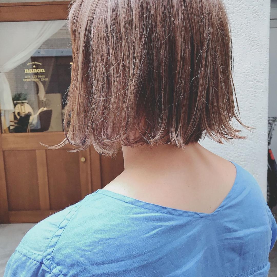 浦川 由起江さんのヘアスタイルの写真。テーマは『ボブ、アッシュグレージュ、ハイライト、プライベートサロン、nanon』
