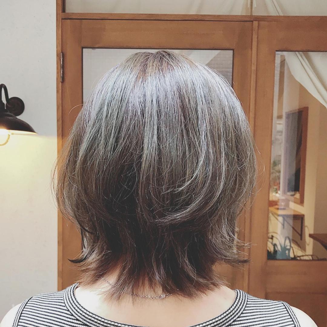 浦川 由起江さんのヘアスタイルの写真。テーマは『マットグレージュ、ブリーチ無しのマットグレージュ、ウルフ、ひし形ボブ、プライベートサロン、nanon』