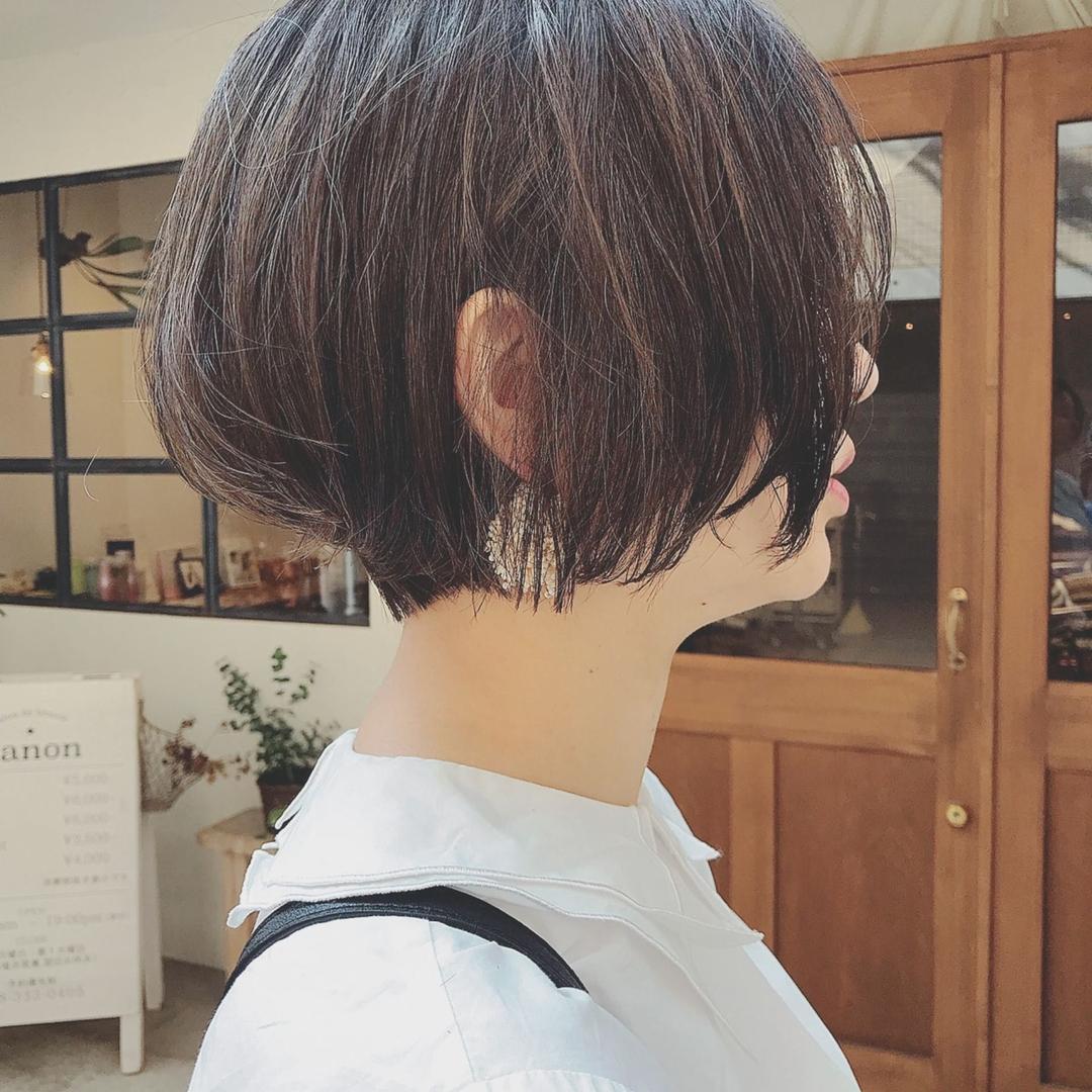 浦川 由起江さんのヘアスタイルの写真。テーマは『ショートボブ、ショート、大人ショート、ハイライト、マットグレージュ、ケアブリーチ、プライベートサロン、nanon』