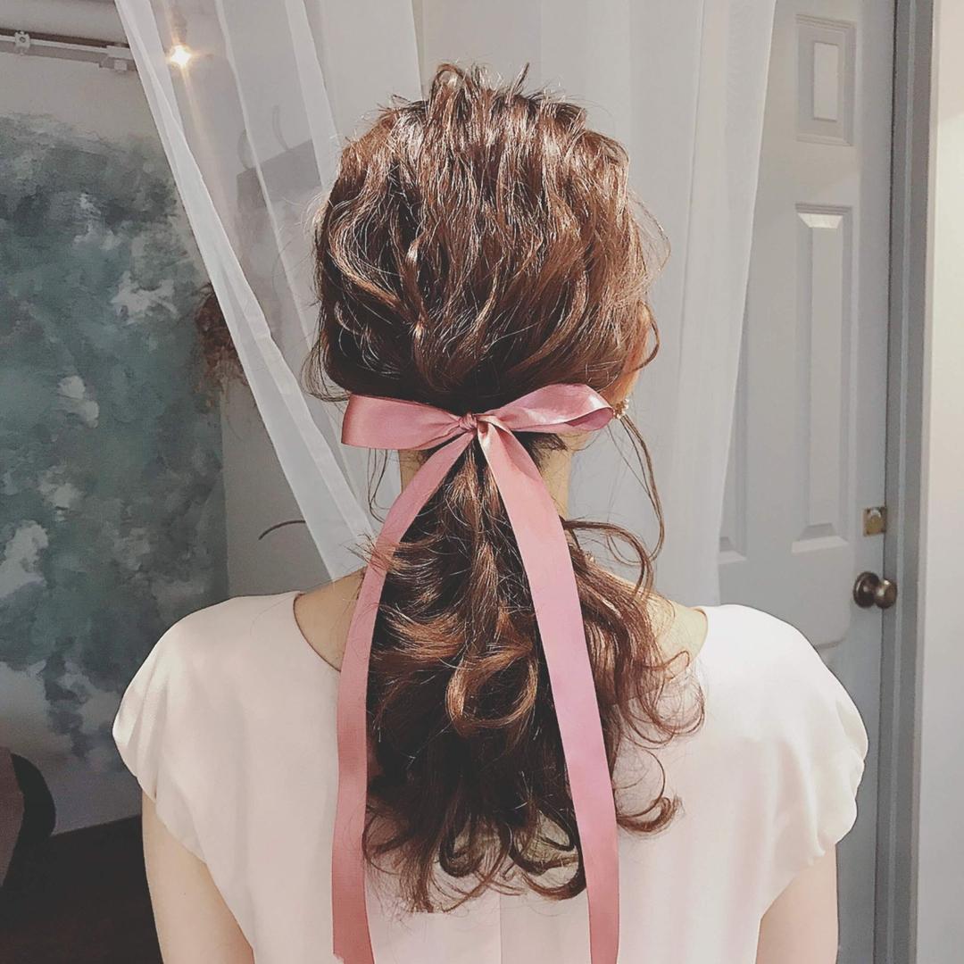 浦川 由起江さんのヘアスタイルの写真。テーマは『ヘアアレンジ、リボン、リボンアレンジ、列席ヘア、ポニーテール、ローポニー、プライベートサロン、nanon』