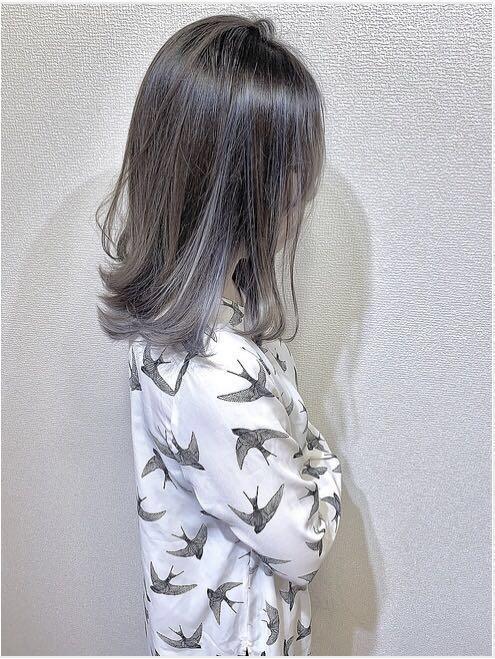 青木則竹さんのヘアスタイルの写真。テーマは『セミロング、ハイライト、ハイライトカラー、外国人風、外国人風カラー、ヘアカラー、ミルクティーベージュ、アッシュグレージュ、バイオレット、ホワイト、トレンド、アディクシー、美容師、美容室、大阪、トリートメント』