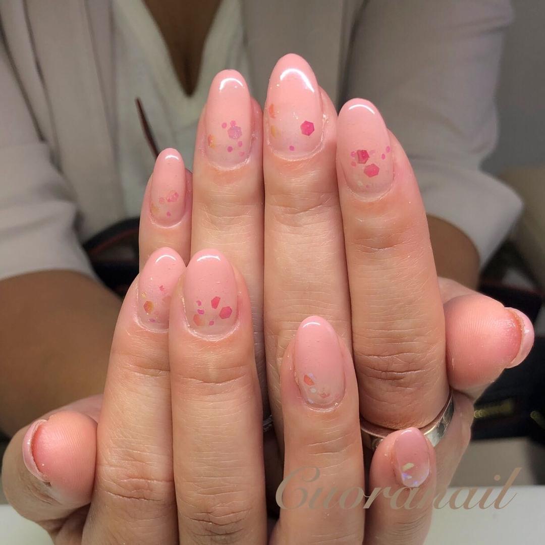 Cuoranailさんのネイルデザインの写真。テーマは『シンプルネイル、カラーグラデーションネイル、キラキラネイル、ホログラデーションネイル、ネイル、ネイルデザイン、ネイルアート、おしゃれネイル、オフィスネイル、nail、nails、nailart、naildesign、nailstagram、officenail、sparklenails、うる艶ネイル、帯広ネイルサロン、帯広ネイル、帯広、札内、幕別、幕別ネイルサロン、音更ネイルサロン、音更、obihiro、tokachi、hokkaido』