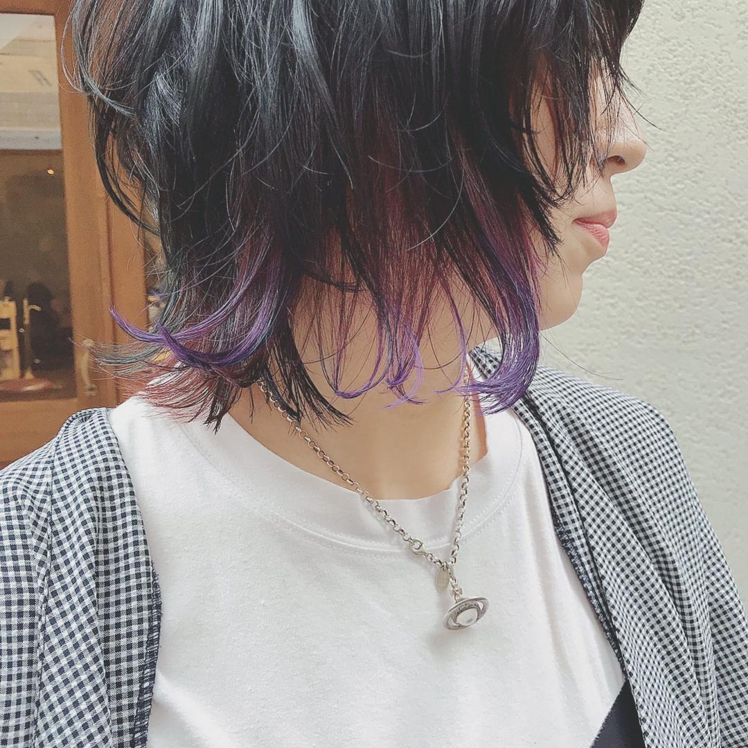 浦川 由起江さんのヘアスタイルの写真。テーマは『インナーカラー、バイオレット、ネオウルフ、ウルフ、個性派カラー、スペクトラムカラーズ、プライベートサロン、nanon』