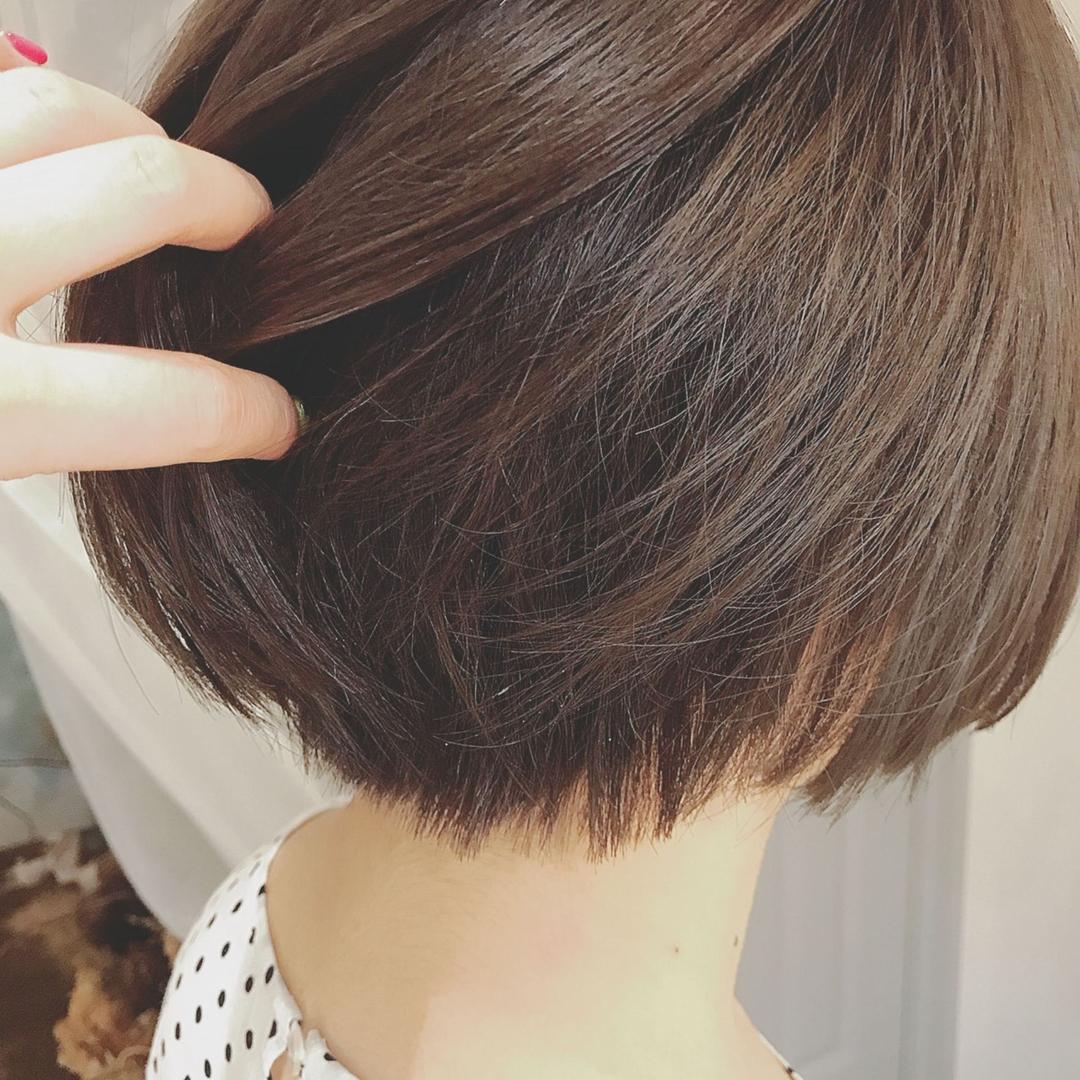 浦川 由起江さんのヘアスタイルの写真。テーマは『ナチュラルハイライト、ショートボブ、ハイライト、ケアブリーチ、アッシュグレージュ、プライベートサロン、nanon』