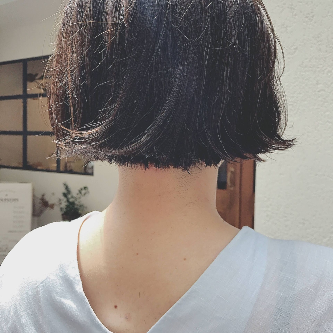 浦川 由起江さんのヘアスタイルの写真。テーマは『ミニボブ、ハイライト、ダークアッシュ、プライベートサロン、nanon』