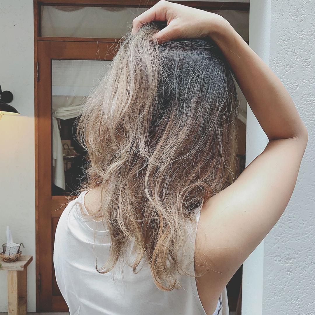 浦川 由起江さんのヘアスタイルの写真。テーマは『グラデーションカラー、外国人風カラー、アッシュグレー、プライベートサロン、nanon』