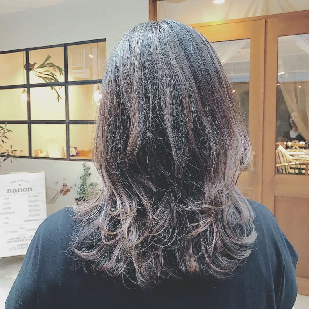 浦川 由起江さんのヘアスタイルの写真。テーマは『ハイライト、外国人風カラー、ダークアッシュ、レイヤー、プライベートサロン、nanon』