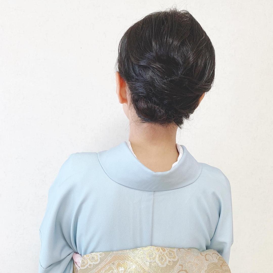 Moriyama  Mamiさんのヘアスタイルの写真。テーマは『福岡ヘアセット、天神、ヘアアレンジ、ヘアセット、Threekeys、スリーキーズ、着物、ボブヘア、福岡結婚式、結婚式、親族衣装、七五三ママ、着付け、着物ヘア、和装ヘア、プレ花嫁、ヘアセット専門店、和装ヘアアレンジ、訪問着ヘア、オトナ女子、着物レンタル、結納、前撮り、お呼ばれヘア、結婚式お呼ばれ、シニヨンアレンジ、ボブヘアアレンジ、艶、留袖、振袖ヘア』