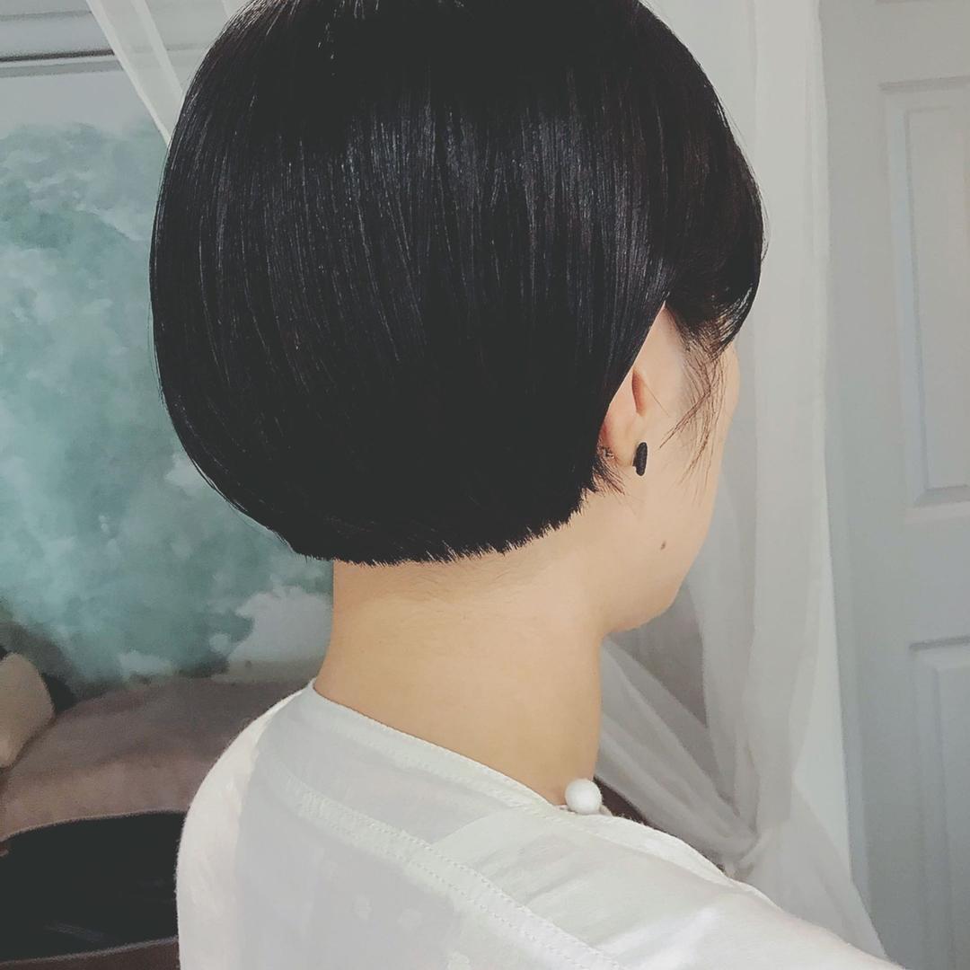 浦川 由起江さんのヘアスタイルの写真。テーマは『黒髪ショート、ショート、ボブ、プライベートサロン、nanon』