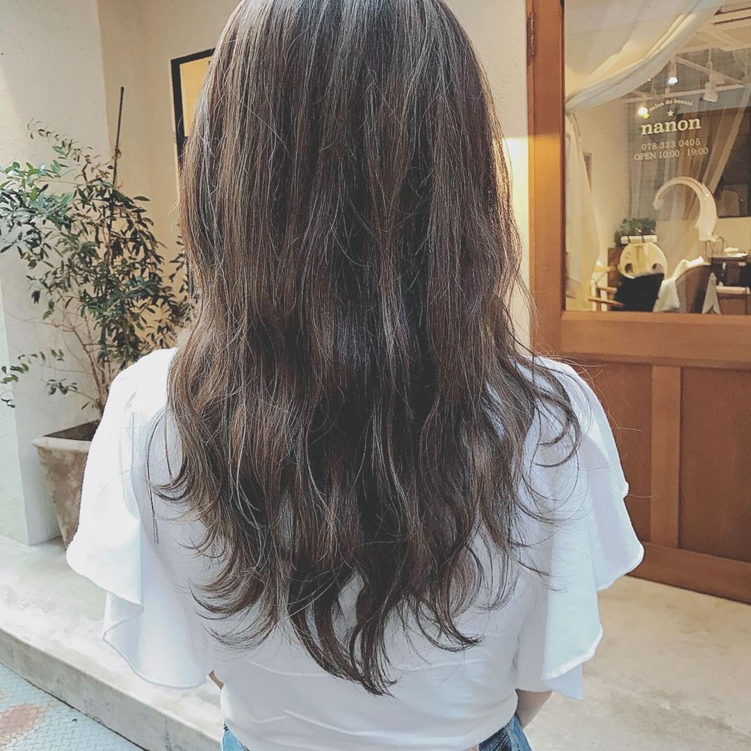浦川 由起江さんのヘアスタイルの写真。テーマは『ダークアッシュ、ハイライト、プライベートサロン、nanon』
