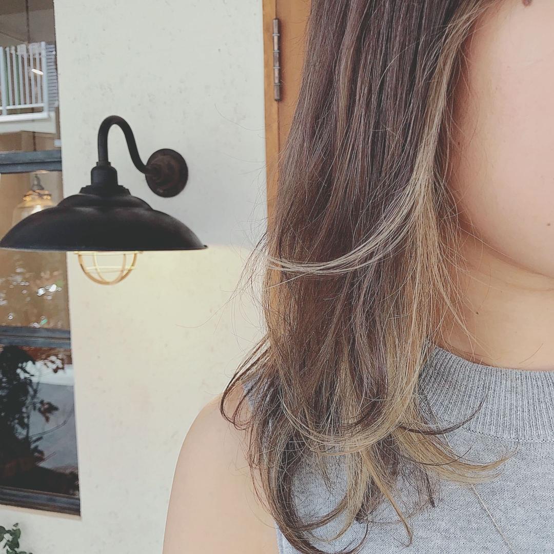 浦川 由起江さんのヘアスタイルの写真。テーマは『インナーカラー、アッシュグレー、プライベートサロン、nanon』