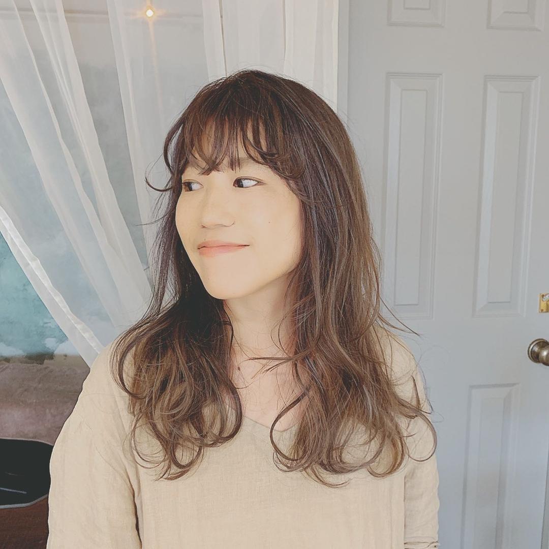 浦川 由起江さんのヘアスタイルの写真。テーマは『ロングヘア、アッシュグレージュ、ハイライト、プライベートサロン、nanon、ラフバング』