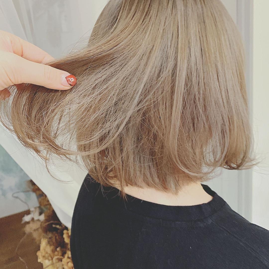 浦川 由起江さんのヘアスタイルの写真。テーマは『グレーベージュ、グレージュカラー、ケアブリーチ、ボブ、スロウカラー、外国人風カラー、プライベートサロン、nanon』