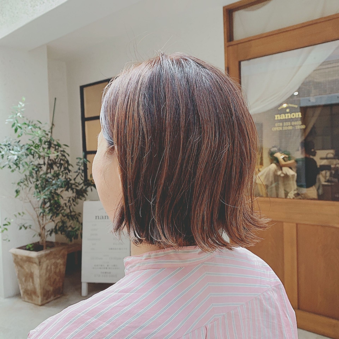 浦川 由起江さんのヘアスタイルの写真。テーマは『外ハネボブ、ハイライト、アッシュカラー、プライベートサロン、nanon』