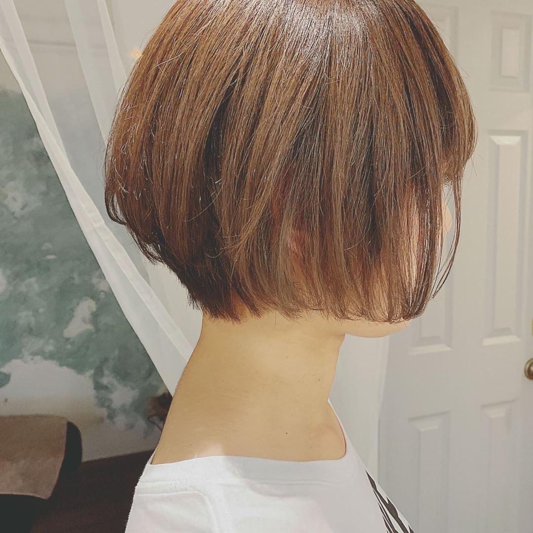 浦川 由起江さんのヘアスタイルの写真。テーマは『ショートボブ、ハイライト、アッシュグレージュ、プライベートサロン、nanon』