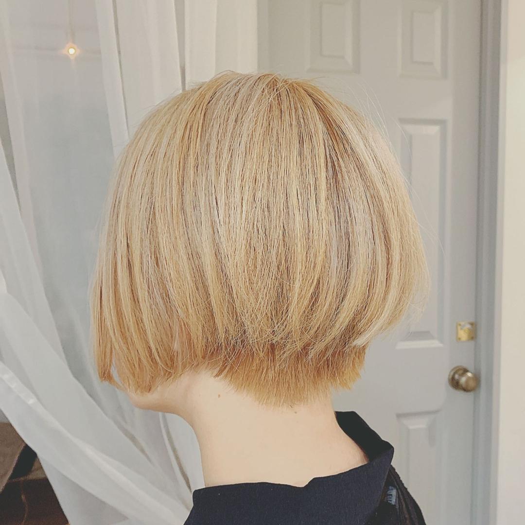 浦川 由起江さんのヘアスタイルの写真。テーマは『ホワイトベージュ、前下がりショートボブ、ケアブリーチ、外国人風カラー、プライベートサロン、nanon』