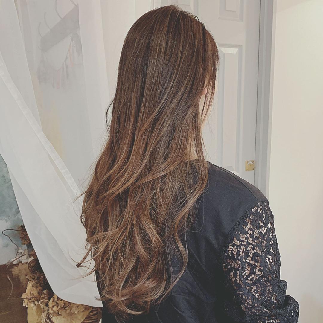 浦川 由起江さんのヘアスタイルの写真。テーマは『バレイヤージュ、ハイライト、アッシュグレージュ、プライベートサロン、nanon、外国人風カラー、ロングヘア』