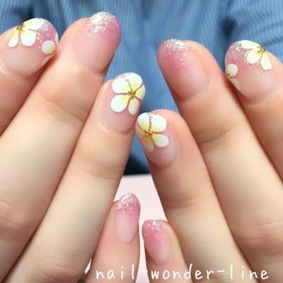 #フラワーネイル #手描き #ラメ #ピンク #ピンクネイル #ホワイト #グラデーション #フラワー #夏オススメ #夏ネイル