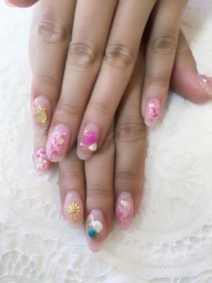 #夏 だ! #恋 だ! #ピンク ネイルだぁ! ピンクの #チークネイル にピンクの #シェル ピンクのストーンを使って夏最後のサマーネイルです
