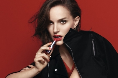 Diorの新「ルージュ ディオール」が登場。スペシャルムービーも