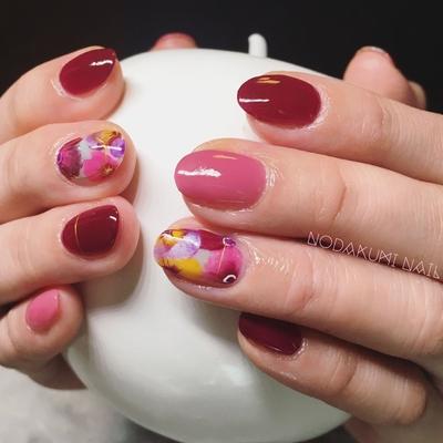 ボルドー×フラワーアートで華やかに 女子力を上げてくれる デートにもってこいのデザイン #nail2016w#秋ネイル #ボルドーネイル#ショートネイル#ネイルデザイン#ネイルアート#フラワーネイル
