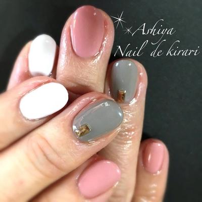 ワンカラーネイルひとつだけのメタルストーンが、シンプルをより引き立ててくれます 「指によって色変更すると別料金かかりますか?」とご質問頂きましたが、指によってお色変更されても追加料金はいただきません(^-^)v  芦屋出張ネイルサロン Nail  de kirari 出張ネイリスト SAYAKA http://s.ameblo.jp/nail-de-kirari/  #西宮ネイルサロン#芦屋ネイルサロン#芦屋ネイルスクール#出張ネイル#ワンカラーネイル#シンプルネイル#メタルストーン#追加料金なし