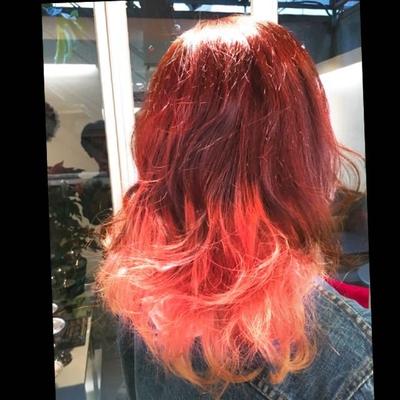 ピンクバイオレットとソフトピンクのグラデーションカラー #ブリーチ #ハイライト #イルミナカラー #表参道 #ミディアム #ミディアムスタイル #Wカラー