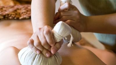 「花粉症」の季節がやってきました 症状のストレスでモヤモヤ…肩こりも強くなりますね タイの伝統療法「ハーブボール」は十数種類のハーブが入っていてその成分が体の芯まで入っていきます。 ハーブの香りと温熱効果で心と体が癒され、緩んでいくのを感じます  #ハーブ#ハーバルボール#マッサージ#花粉症#伝統療法#温熱効果#癒し#体質改善#ストレス解消