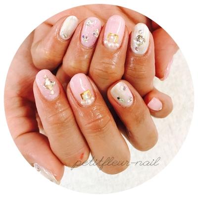 #ピンク #ピンクネイル #ホワイト #ホワイトネイル #ストーン #スワロフスキー #和歌山 #ジェル #ネイルサロン #ネイルアート #和歌山市 #プライベートサロン #和歌山ネイル #モテネイル #女子力