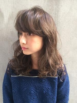 春は人気の【フェザーバング】で甘めにお洒落に^ ^  ふわふわパーマはダメージの少ない【低温コスメデジタルパーマ】で外国人風に  Instagram…tierra.macchiy  #カジュアル #ナチュラル #パーマ #前髪  #ミディアム #ボブ