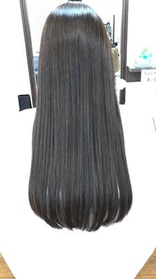 つやつやアッシュグレーのロング この長さで毛先にダメージがすくないのは素晴らしいの一言 レシピ 根元 ナシードBAs6 6% 毛先 ナシードBAs6+MT6 2:1 3% #ヘアスタイル #ヘアカラー #ナシードカラー #ナプラ #ブルーアッシュ #モノトーン #グレーアッシュ #アッシュグレー #ロングヘア #hair #haircolor #hairstyle #longhair #美容室 #美容院 #ヘアサロン #美容師 #美容室シャンプー杉戸店 #杉戸 #杉戸町 #杉戸高野台 #宮代 #宮代町 #東武動物公園 #salon #beautysalon #beautician