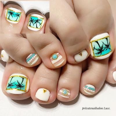 . #お客様ネイル#nail#nailart#gel #foot#HIDEKAZU先生#design #ヤシの木##手描きアート #大人可愛い#大人ネイル#kawaii #Nailbook#tredina#nailistagram #奈良#自宅サロン#お家ネイル#Luce.