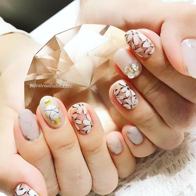 . #お客様ネイル#nail#nailart#gel #flower#ビジューネイル#天然石 #shell#ブローチネイル#kawaii #タイダイ#Nailbook#tredina #奈良#自宅サロン#お家ネイル#Luce.